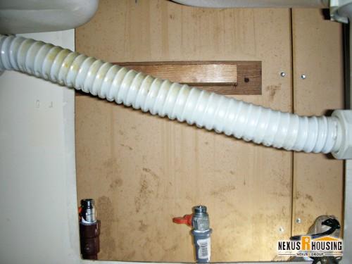 蛇口の外れた給水管・給湯管