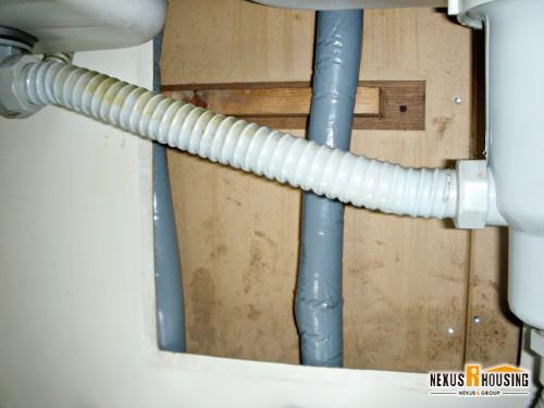 給水ホースに巻かれた保温材