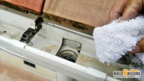 清掃して綺麗になった雨どいと集水器