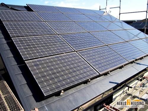 新しい太陽光パネル付き屋根の完成