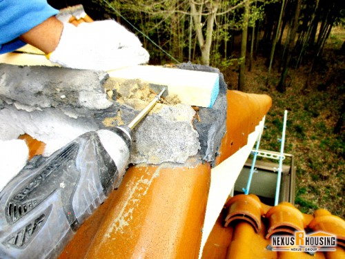 棟芯木を金具で固定