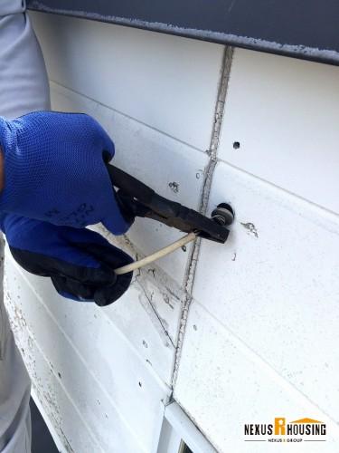 壁に取り付けている電線の撤去