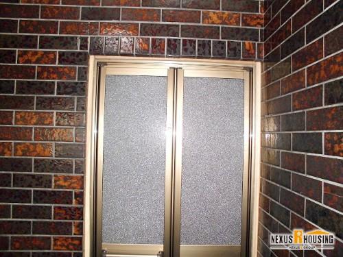 浴室側から見た新しい浴室ドア(上部)