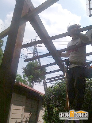 垂木を取り付けていく
