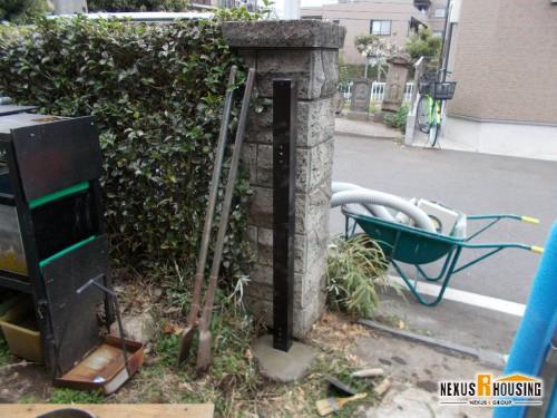 新しい門柱の設置