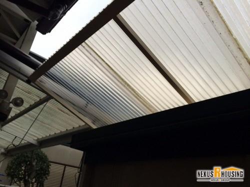 屋根には波板を使用