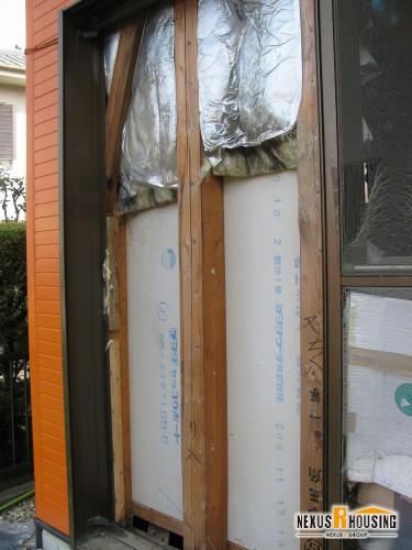 既存の柱と断熱材