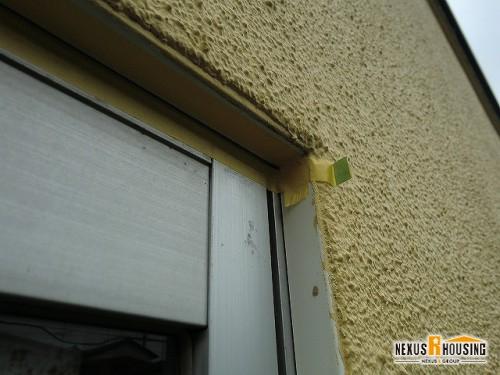 窓枠周りのコーキングし直し