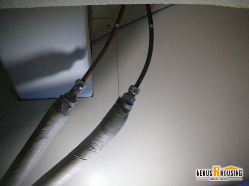 シンク下の止水栓を止める
