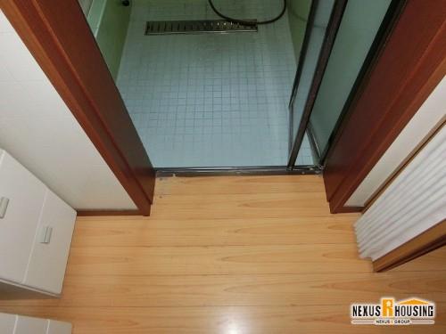 洗面室から浴室への入り口