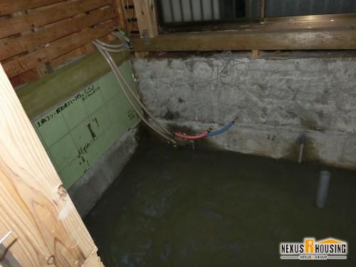 床にモルタルを施工
